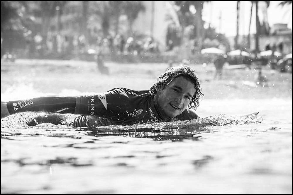 Thomas-Debierre-surfer-rame